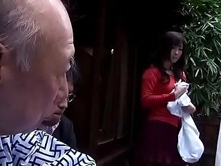 Daughter in law fuck with father con dau dit vung trom voi bo chong