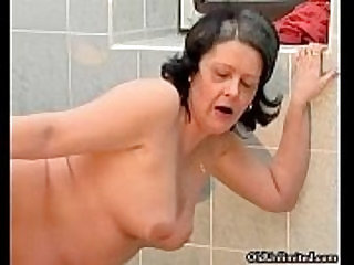 Nasty housewive gets her cunt fucked