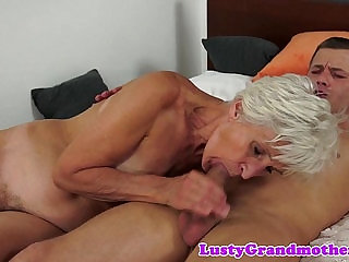 Grandmas hairypussy fucked in missionary