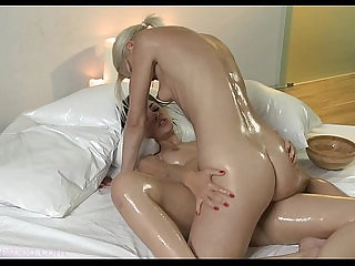 Steamy sexy lesbo sex