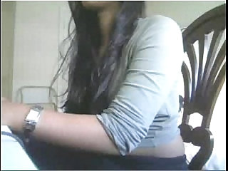 Indian girl showing boobs on cam