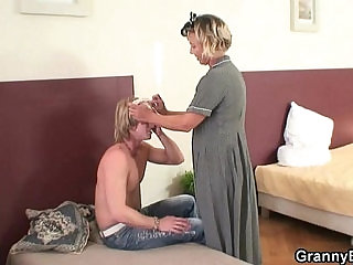He explores and fucks her old pussy