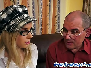Spex babe fucked on the sofa by oldman