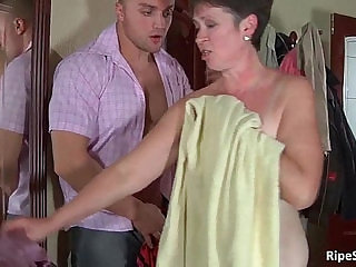 Chubby mature slut gets fucked by stiff