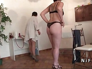 FFM Amateur mature hard analyzed and plugged at the gyneco