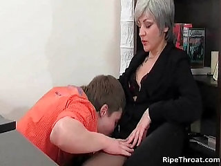 Slutty MILF gives great blowjob to horny young