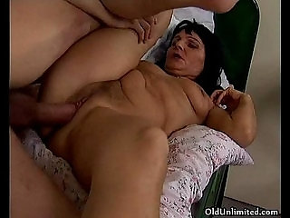 Horny guy loves fucking a mature mom