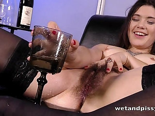 Sofa Squirting for hot chick with an untrimmed pussy